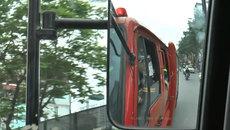 Ô tô đủng đỉnh, xe máy tạt đầu xe cứu hỏa trên đường đi chữa cháy