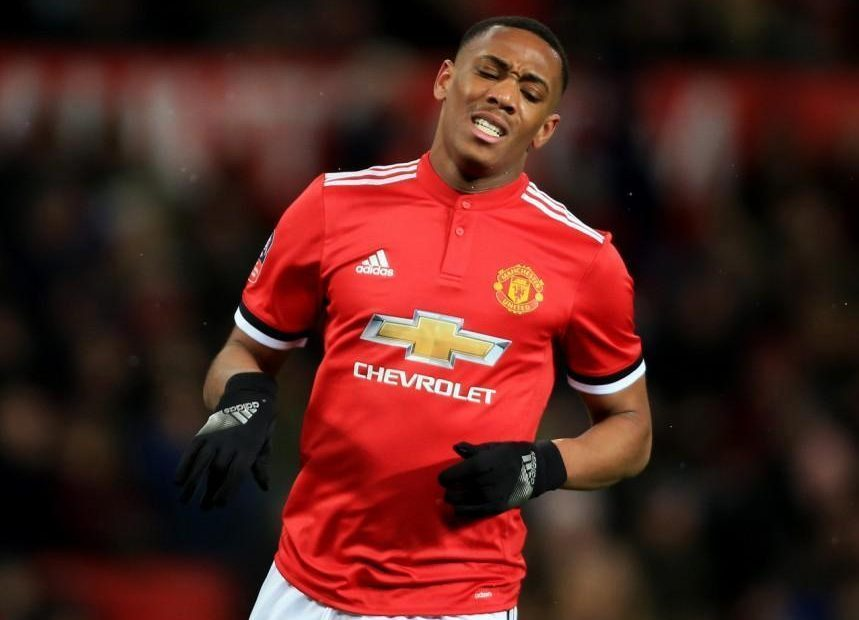 MU được bơm 200 triệu bảng, Martial thành 'vật tế thần'