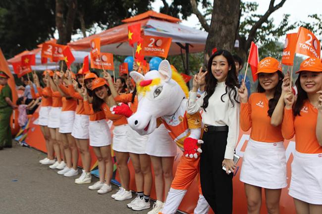 Hoa hậu Mỹ Linh khoe sắc tại cuộc đua cúp truyền hình