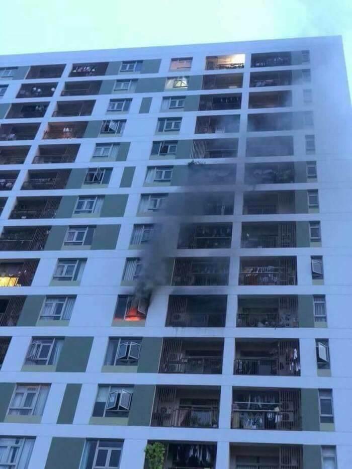 Cháy chung cư ParcSpring ở Sài Gòn, dân nháo nhào bỏ chạy