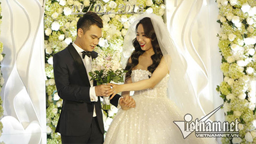 Khắc Việt hát trong đám cưới Khắc Việt với DJ Thanh Thảo