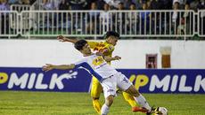 V-League vòng 4: Chuyện trò cưng thầy Park thua lão tướng...