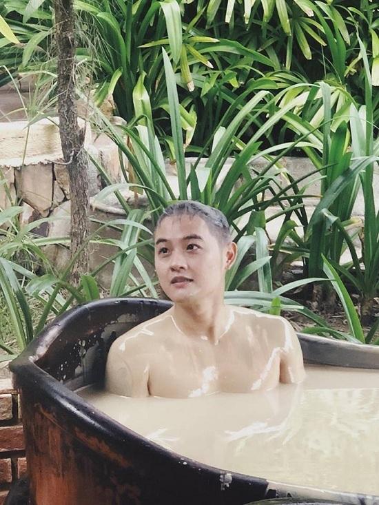 Thủy Tiên diện bikini khoe thân hình nóng bỏng