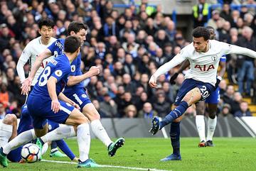 """Đánh gục Chelsea, Tottenham đẩy Conte """"ra đường"""""""