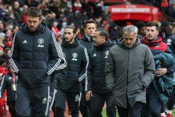 Mourinho đưa con trai 18 tuổi vào ban huấn luyện MU
