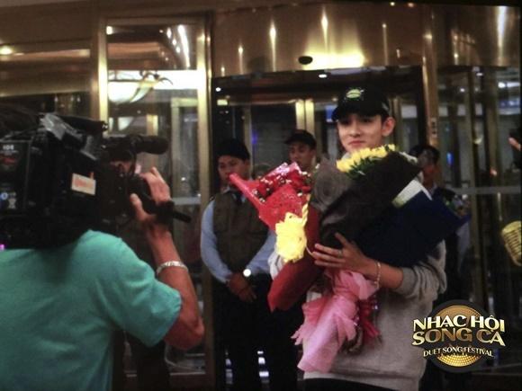 'Hoàng tử lai' Kim Samuel bất ngờ trước sự chào đón nồng nhiệt của fan Việt