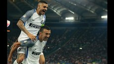 MU muốn bộ đôi Inter, Conte bỏ mặc Chelsea