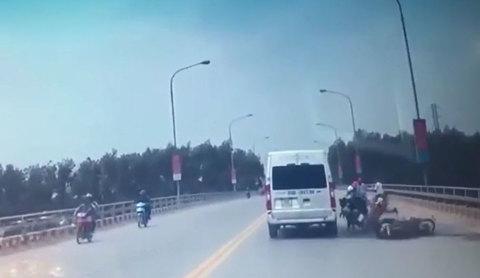 Ngang nhiên quay đầu xe trên cầu, người đàn ông gây họa lớn