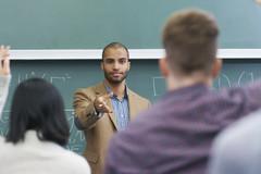 Nhiều ứng viên GS, PGS dựng lại hợp đồng, dạy môn này thanh lý môn khác