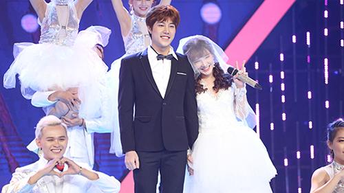 Yến Tatoo và bạn trai mang cả đám cưới đi thi hát vẫn bị loại