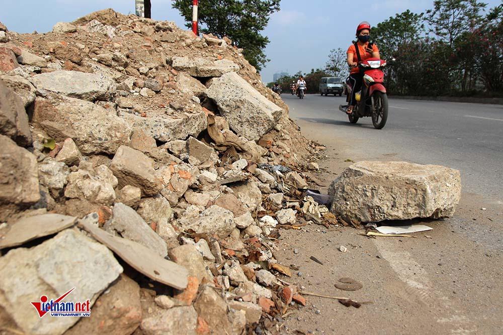 Hình ảnh xấu xí trên đại lộ hiện đại nhất Việt Nam