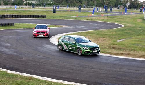 Trải nghiệm 30 mẫu xe Mercedes-Benz cùng tay đua chuyên nghiệp
