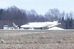 Máy bay đâm nhau trên đường băng, bốc cháy ngùn ngụt
