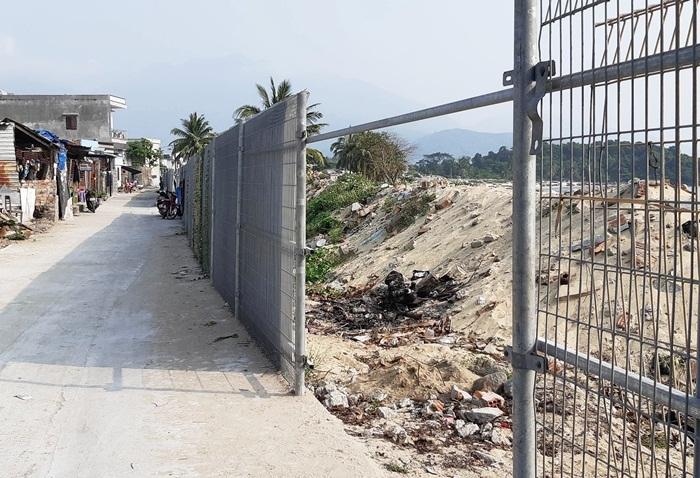 Resort 3.000 tỷ mẹ chồng Thu Thảo: Rào thép B40 chặn đường dân ra biển
