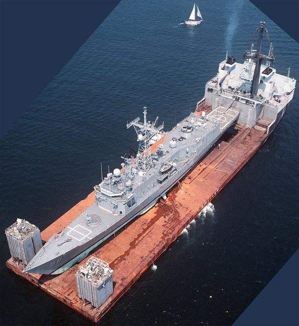Choáng với 'độ khủng' của tàu chuyên chở chiến hạm Mỹ