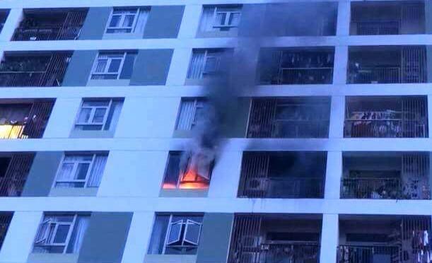 'Toát mồ hôi' bắt gặp đốt nhang cúng ở hầm để xe chung cư