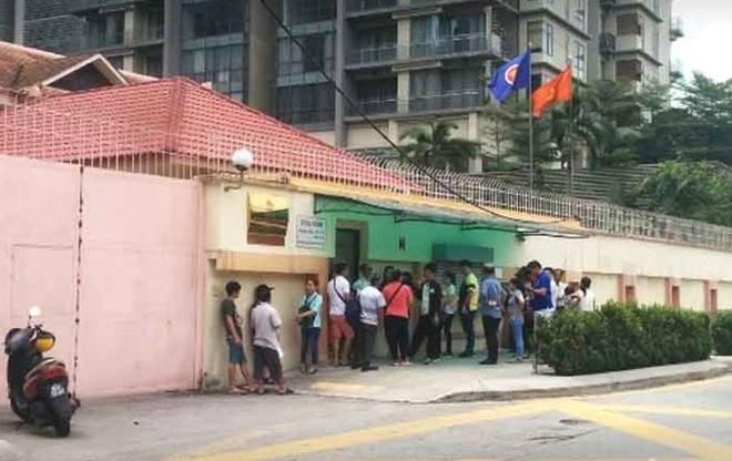 Một phụ nữ tự đâm dao tại Đại sứ quán Việt Nam ở Malaysia