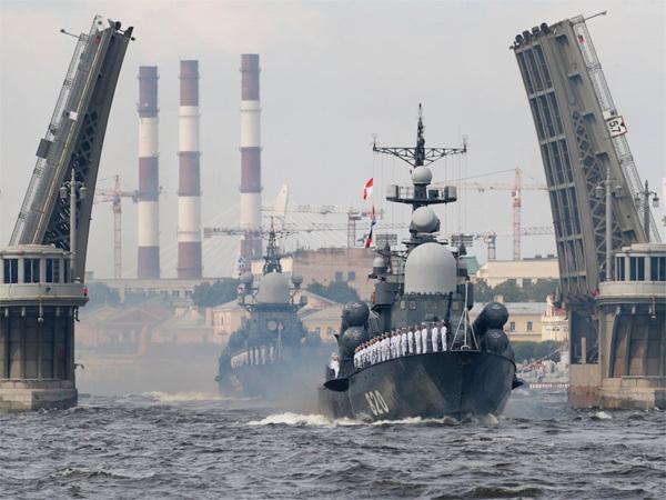 Xem dàn tàu chiến Nga phô diễn sức mạnh hoành tráng