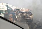 Khói mù mịt trên cao tốc, loạt xe đâm nhau vỡ nát