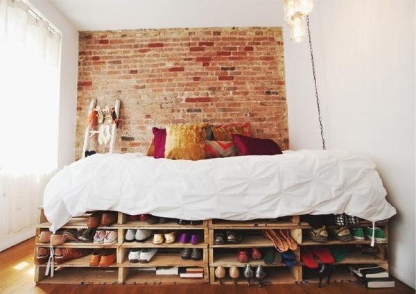 Không gian phòng ngủ hóa rộng thênh thang nhờ khéo chọn giường có ngăn lưu trữ