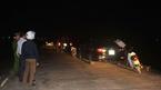 Nữ phó phòng cố thủ trong xe với hàng xóm, chồng bắt quả tang