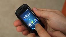 Chiếc smartphone nhỏ nhất thế giới làm được những gì?