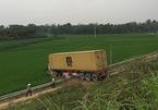 Container lao xuống ruộng trên cao tốc Nội Bài - Lào Cai