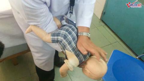 sơ cứu trẻ dưới 2 tuổi hóc dị vật