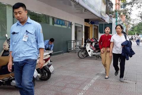 Hà Nội: Giằng co với dân phòng, một bảo vệ tử vong