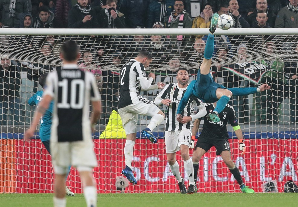 Quay chậm siêu phẩm của Ronaldo khiến CĐV Juventus cũng phải vỗ tay