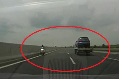 xe máy trên cao tốc