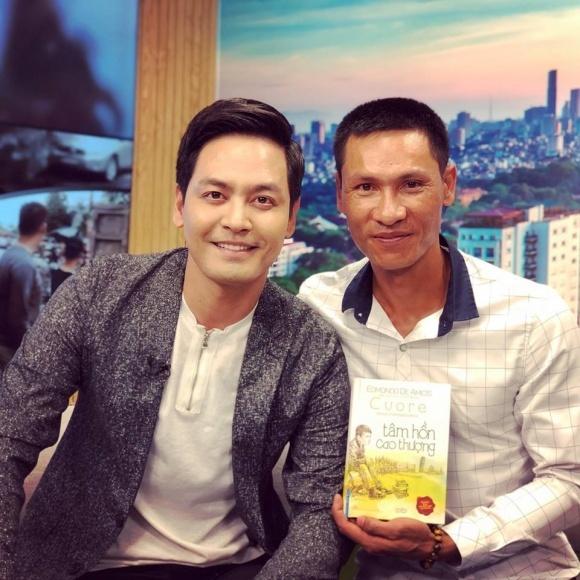 Phan Anh giúp chồng hoa khôi Thu Hương chuyển tiền cho tài xế cứu người