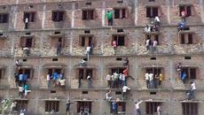 Gần 3 triệu học sinh Ấn Độ phải thi lại vì lộ đề