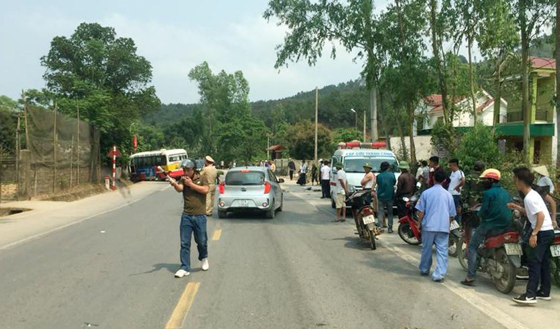 Xe buýt Đông Bắc tông 2 người tử vong