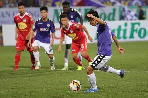 Hà Nội 4-0 HAGL: Văn Quyết sút 11m thành công