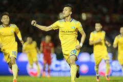 Sao U23 Việt Nam tỏa sáng, SLNA khiến HLV Miura ôm hận