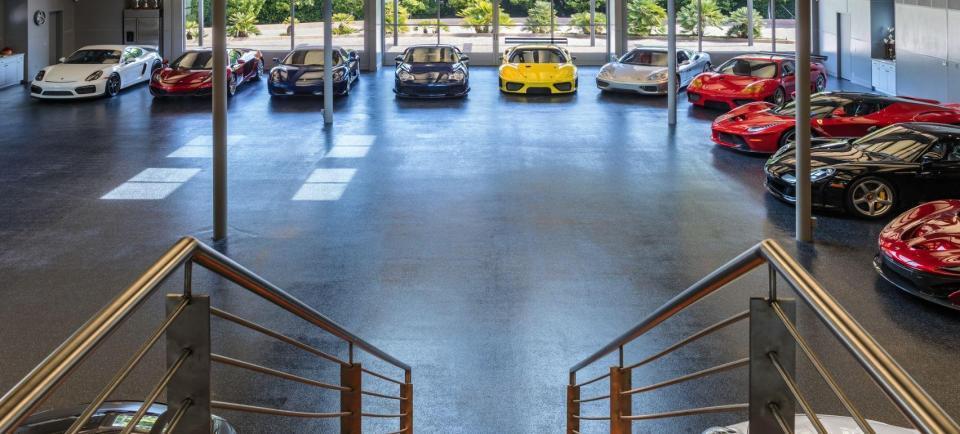 Gara ô tô 10 triệu USD xịn ngang căn hộ