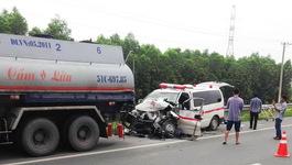 Cảnh báo tai nạn vì xe cứu thương 'làm loạn' trên cao tốc