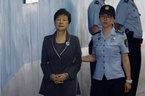 Cựu nữ Tổng thống Hàn Quốc bị kết án 24 năm tù
