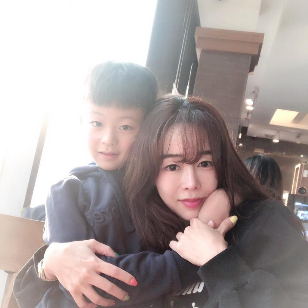 Bà mẹ U45 Hàn Quốc nổi tiếng với vóc dáng thon gọn như thiếu nữ