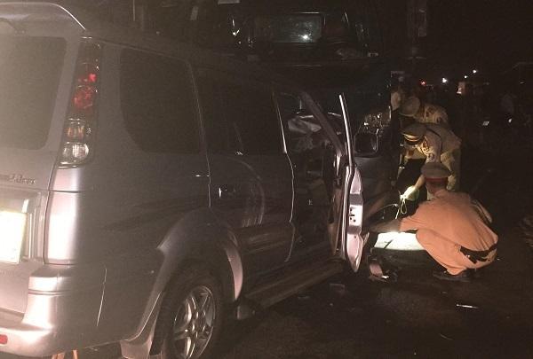 Ô tô đấu đầu xe tải, Trung tá trưởng công an thị trấn thiệt mạng