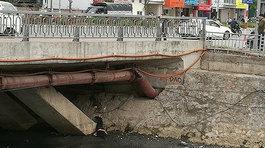 Hà Nội: Thi thể nam giới úp mặt xuống bùn trên sông Lừ
