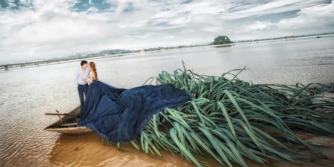 Bộ ảnh cưới xuyên Việt lãng mạn của đôi trẻ Ninh Bình