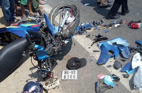 Xe máy tông nhau trực diện, 2 thanh niên thiệt mạng