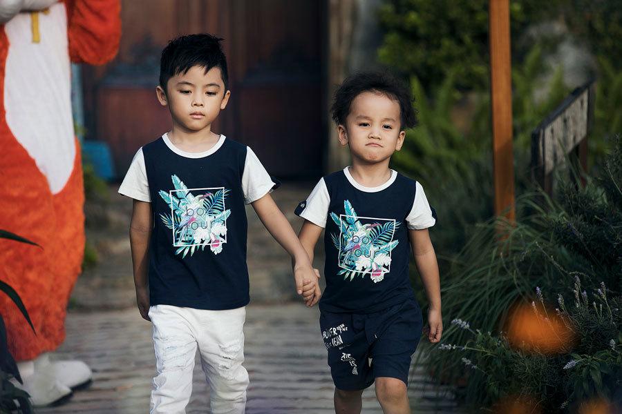 Bố con nghệ sĩ Xuân Bắc hào hứng diễn thời trang