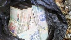Thiếu tá quân đội nhặt được bọc tiền, tìm người đánh rơi