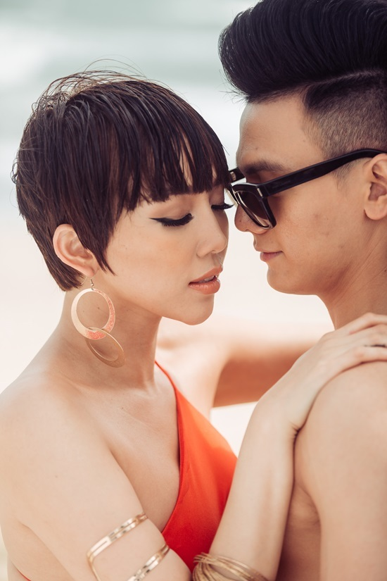 Tóc Tiên khoe hình thể sexy 'bỏng mắt' trong MV mới