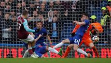 Chicharito xé lưới Courtois, West Ham khiến Chelsea khóc hận