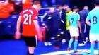 CĐV MU dậy sóng khi Herrera nhổ nước bọt lên logo Man City