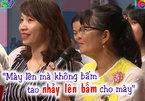 Mẹ của nữ cán bộ đòi lên sân khấu bấm nút hẹn hò thay con
